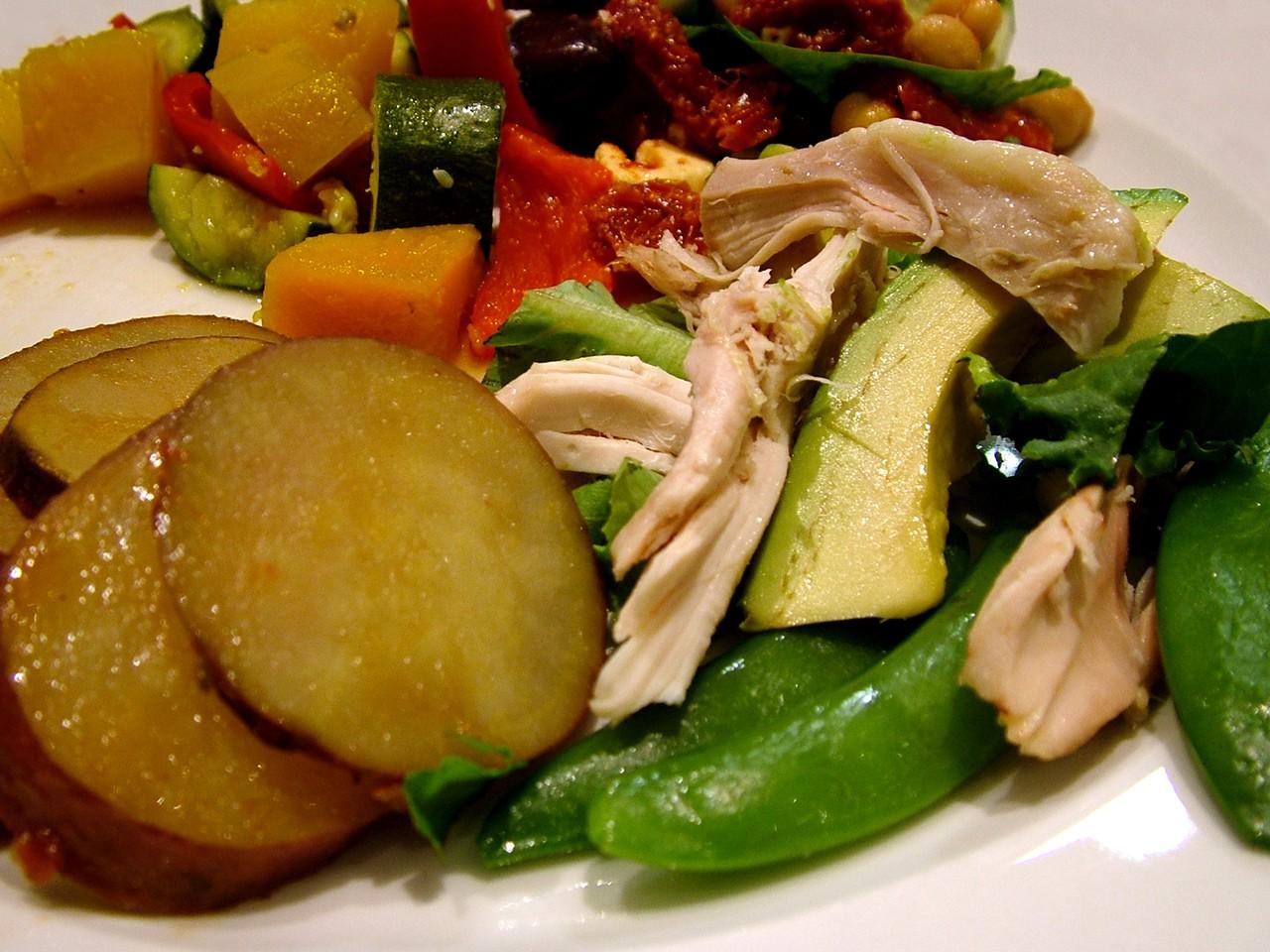 Ziemniaki pieczone z sosem czosnkowym